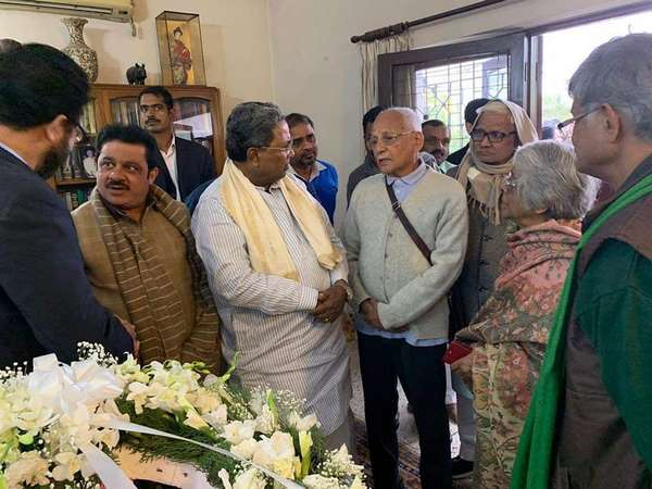 Siddaramaiah paid last tribute to George Fernandes