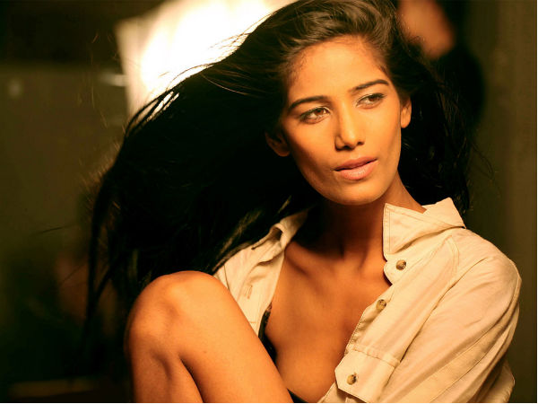 Poonam Pandey Sets The Social Media On Fire