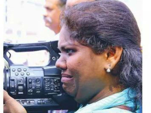 Photos of tearful woman journalist during Sabarimala protests go viral in social media