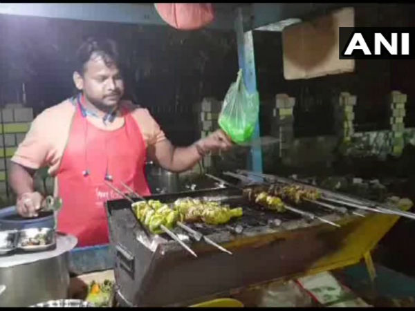 A Chhattisgarh store owner offers discount for chicken to the people who say Pakistan Murdabad