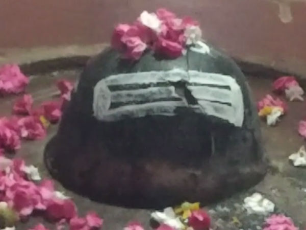 Crack in Shivalinga in Koodala Sangama, Basavanna aikya mantap in Bagalkot