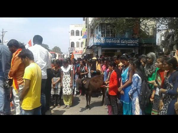 ಹಿರಿಯೂರಿನಲ್ಲಿ ಹುತಾತ್ಮ ಯೋಧರಿಗೆ ಶ್ರದ್ಧಾಂಜಲಿ ಸಲ್ಲಿಸಿದ ಗೋವು