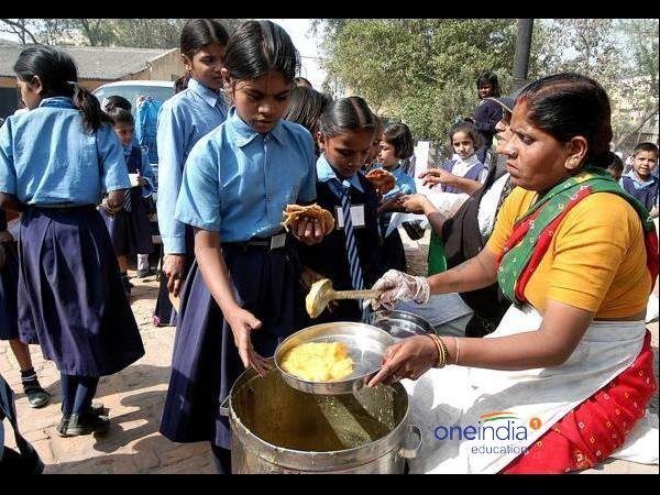 Lizard in midday meal 40 students fall ill in Koppal