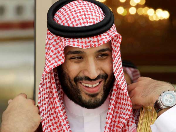 Pakistan presents gold plated gun to Saudi crown prince as gift