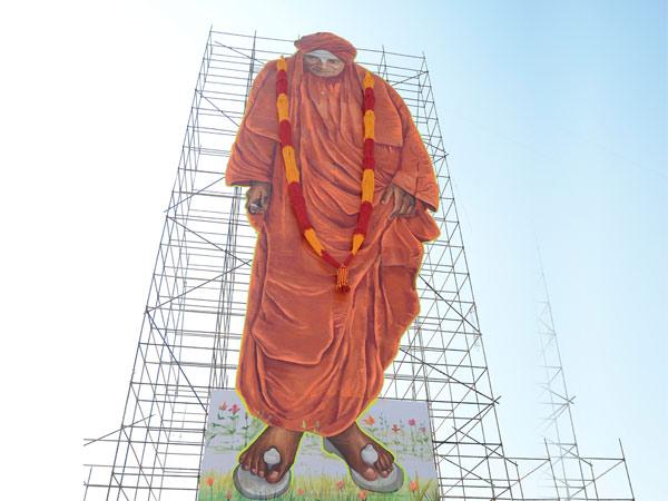 ಕೆಆರ್ ಪುರಂ ಉತ್ಸವದಲ್ಲಿ ಸಿದ್ದಗಂಗಾ ಶ್ರೀಗಳ 111 ಅಡಿ ಕಟೌಟ್