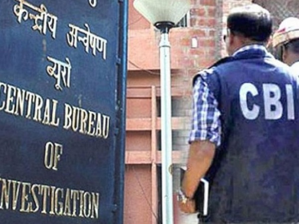 cbi team attacked by family of a accused officer in a bribery case in greater noida