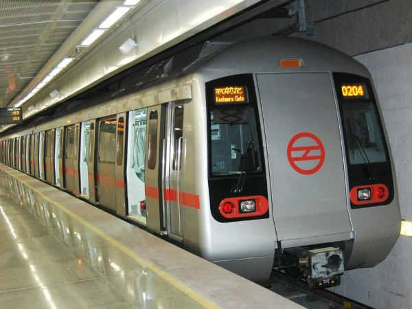 Woman Jumps On Metro Track To Pick Rs 2000 Note