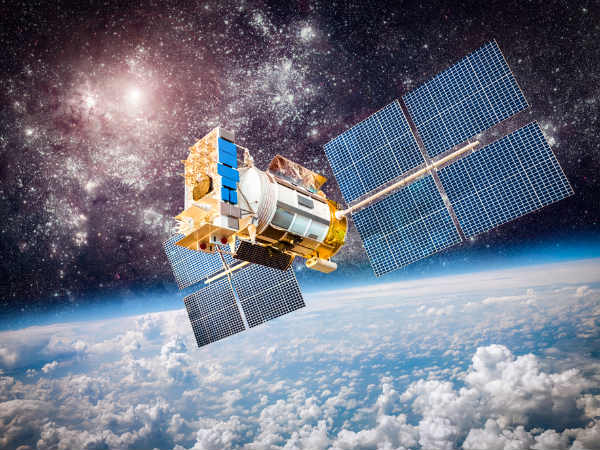 what is low earth orbit? who it works