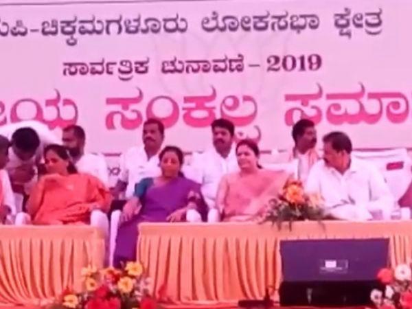 ಶೋಭಾಗೆ ನಿರ್ಮಲಾ ಸೀತಾರಾಮನ್ ಸಾಥ್;ಅಪಾರ ಬೆಂಬಲಿಗರೊಂದಿಗೆ ನಾಮಪತ್ರ ಸಲ್ಲಿಕೆ