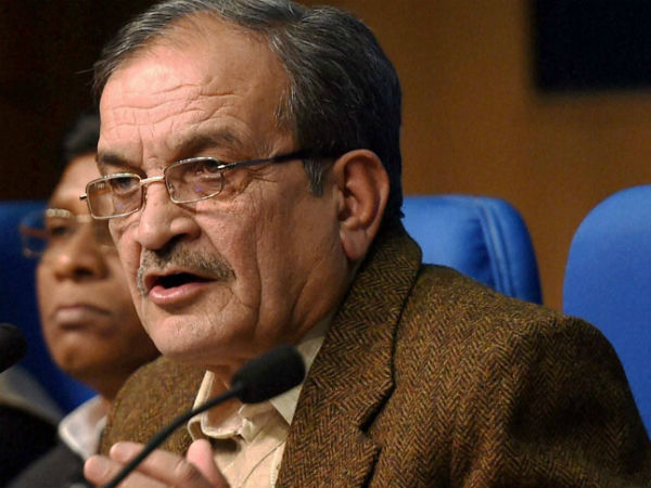 Union minister birender singh offered to resign