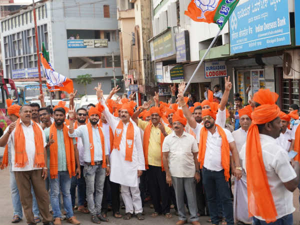 BJP candidate Nalin Kumar Kateel and other leaders campaigning in Kinnigoli