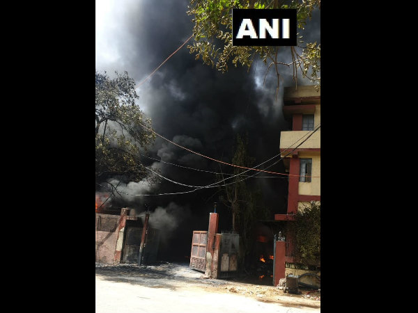 Fire breaks out at chemical factory in Delhi's Naraina