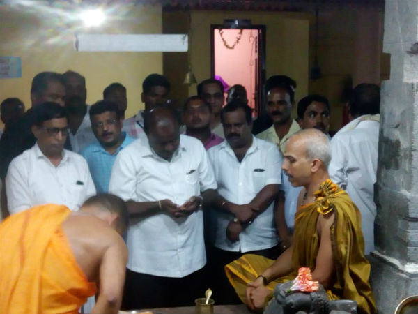 CM Kumarswamy visited Saukuru temple