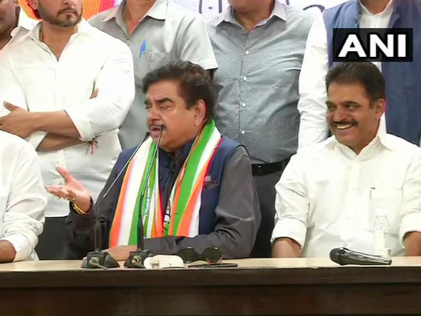 Lok Sabha Elections 2019 Shatrughan Sinha ends suspense joins Congress