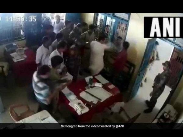 ವಿಡಿಯೋ:ಪೊಲೀಸ್ ಠಾಣೆಯಲ್ಲಿ ವ್ಯಕ್ತಿಗೆ ಹೊಡೆದ ತ್ರಿಪುರ ಕಾಂಗ್ರೆಸ್ ಅಧ್ಯಕ್ಷ