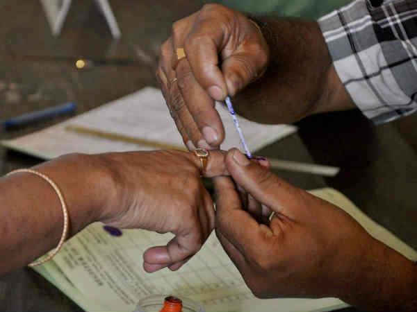 Public campaign ends for Karnataka first phase election