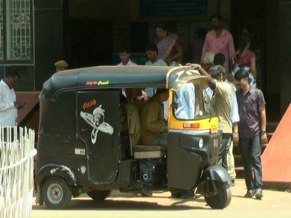 Waiting For Auto Rickshaw In Bengaluru