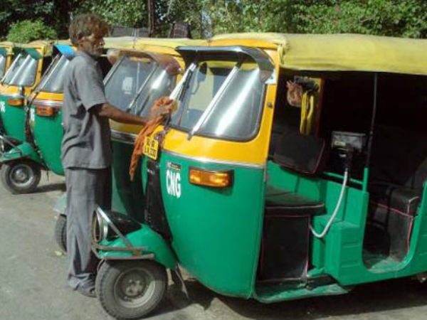 IT officers raid on Bengalurus auto drivers house