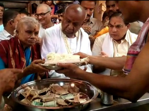 Deve Gowda and Wife Channamma visited Ambratheshwari temple