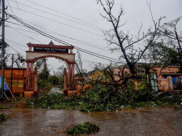 Cyclone Fani reached West Bengal, heavy rain in Kolkatta