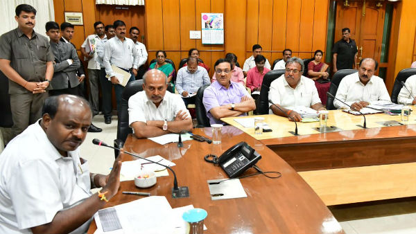 Kumaraswamy video meeting with district commissioners on May 15
