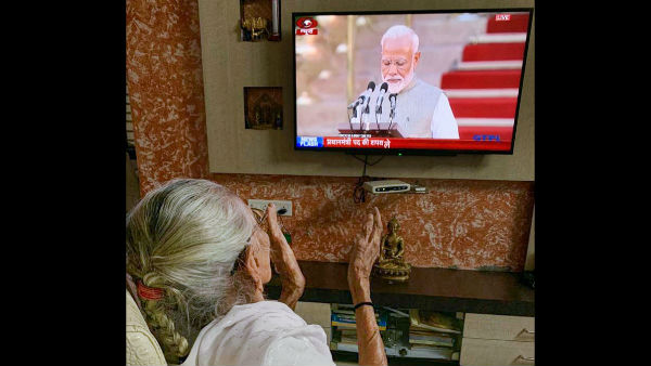 Mother Hiraben applauds as Narendra Modi takes oath as PM