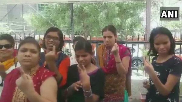 ಲೋಕಸಭೆ ಚುನಾವಣೆ  LIVE: ಇಂದೋರ್ನಲ್ಲಿ 37 ಮಂದಿ ಅಂಧರಿಂದ ಮತದಾನ