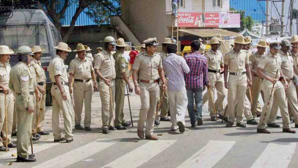 Lucknow traffic police get Bengaluru counterparts caps on trial basis