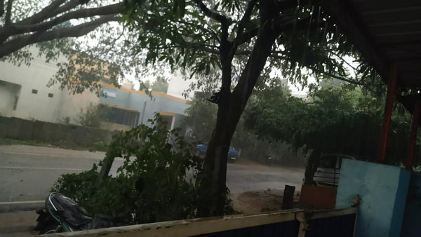 Three people injured thunderstorm in periyapattana