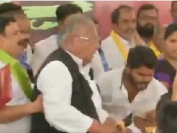 Telangana: A scuffle broke out between Congress leaders, video goes viral