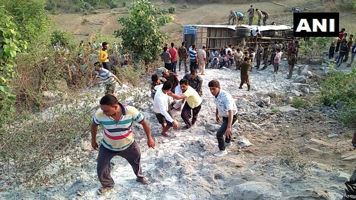 6 dead and 39 people injured after a bus fell in Garhwa