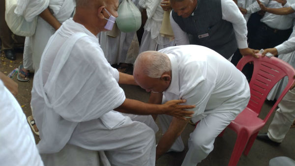 Let everybody gets blessings of Maha Shramanaji, BS Yeddyurappa