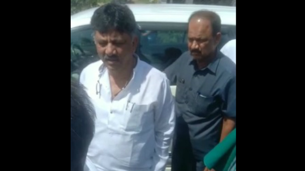 DK Shivakumar car stopped by Mandya farmers