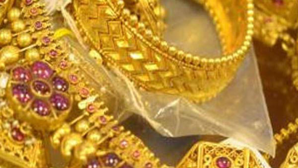 Police inspector handed over Gold to thiefs wife