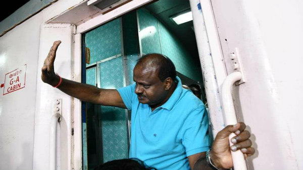 CM Kumaraswamy traveling in train to Raichuru to do village stay
