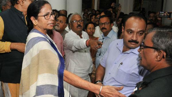 ಹೆಚ್ಚುತ್ತಿರುವ ಬಿಜೆಪಿ ಪ್ರಾಬಲ್ಯ: ಕಾಂಗ್ರೆಸ್, ಎಡಪಕ್ಷದ ಕಡೆ ಮಮತಾ ಸ್ನೇಹ 'ಹಸ್ತ'