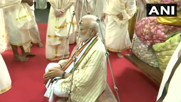 Narendra Modi at Sri Krishna Temple in Guruvayur of Thrissur