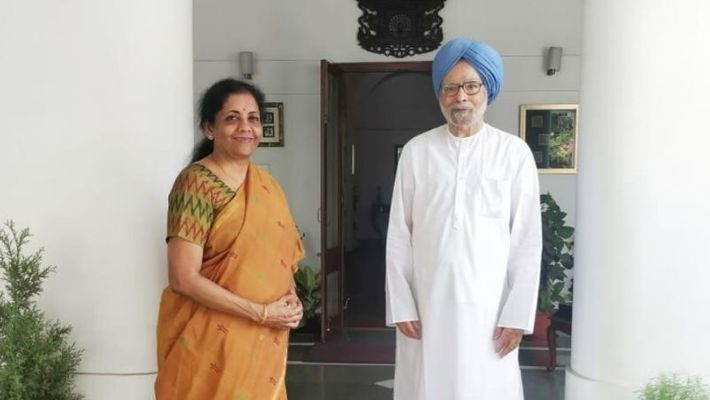 Ahead of budget, Finance Minsiter Nirmala Sitharaman meets former PM Manmohan SIngh at his residence