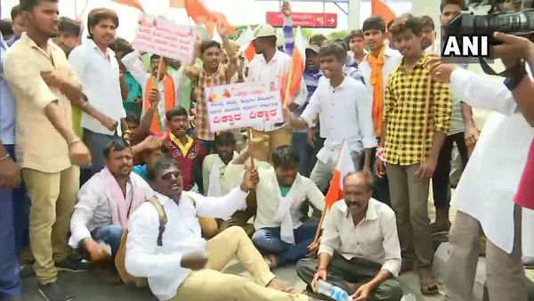 Valmiki community stage a massive protest at Vidhana soudha