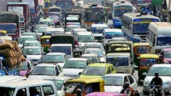 Accident on flyover leads to heavy traffic jam in HSR layout