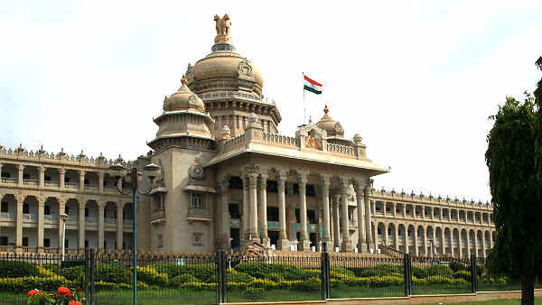 Man suicide attempt at vidhana soudha Karnataka