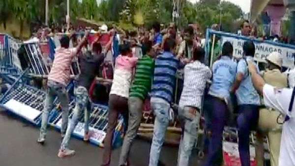 Teachers protesting against West Bengal government