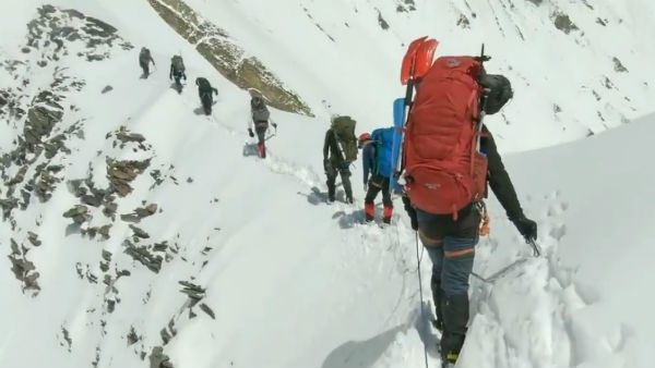 himalaya nanda devi foreign climbers avalanche video