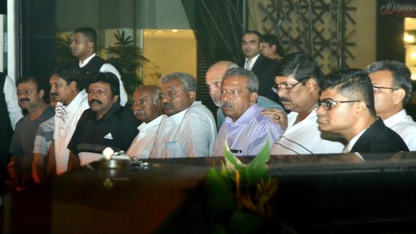 ಮಂಗಳವಾರ ಬೆಂಗಳೂರಿಗೆ ಬರಲಿದ್ದಾರೆ ಅತೃಪ್ತ ಶಾಸಕರು