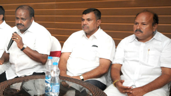 HD Kumaraswamy meets prty MLAs at resort