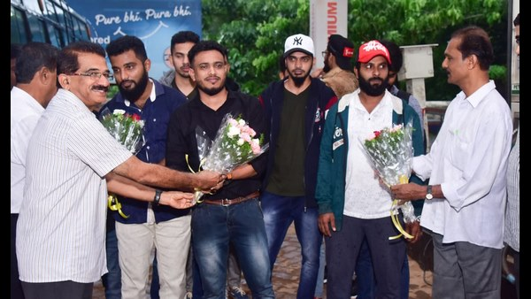 10 Youth return home from kuwait who trapped in employment fraud
