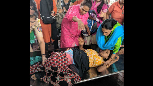 lady passenger delivered a baby on a platform of Dombivli railway station in mumbai