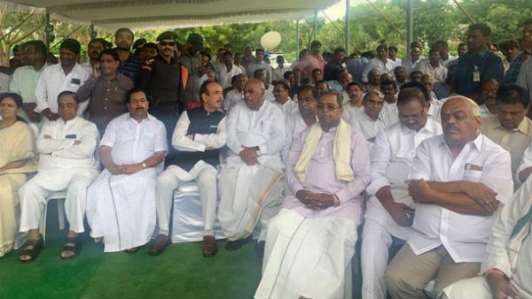 Siddaramaiah And Ramesh Kumar Participate In Jaipal Reddy Cremation