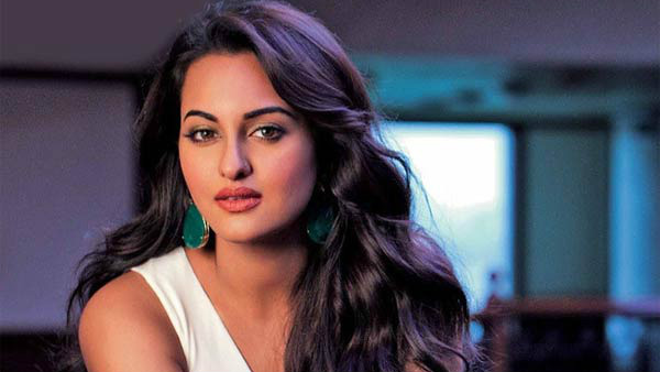 Cheating case : UP Police knock Sonakshi Sinhas house in Mumbai for inquiry