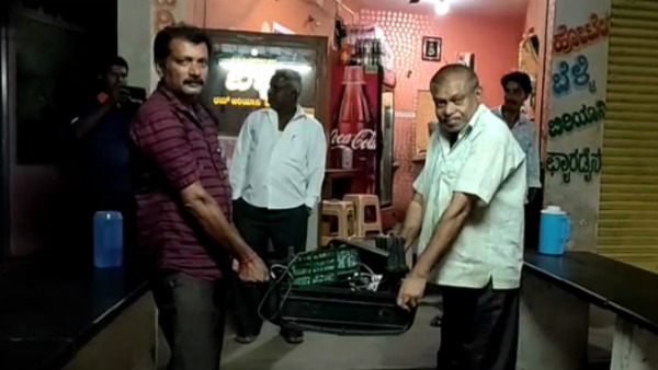 fan broke TV for India loss in the World Cup semifinals